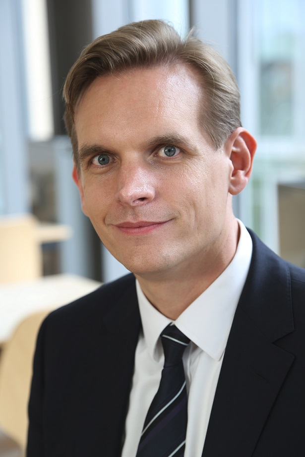 Dipl.-Wirtsch.-Inf. Dirk Bingler startete seine Karriere 1997 bei der Siemens AG, wo er IT-Management-Aufgaben in Deutschland und den USA übernahm. 2003 wechselte er zur Samhammer AG in Weiden. Als Vice President eBusiness baute Dirk Bingler erfolgreich das Geschäft für eine cloudbasierte After-Sales-Service-Suite auf, bevor er Anfang 2011 zur GUS Group wechselte. Er engagiert sich als Vorsitzender des Arbeitskreises ERP aktiv im BITKOM.