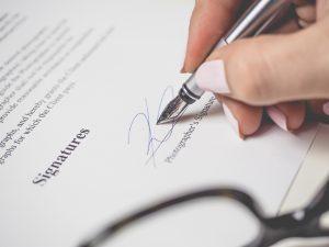 Kein Kugelschreiber oder Füller mehr: Vertragsunterschrift per Knopfdruck