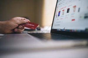 Vermeidbare Fehler im Check-out bedrohen Umsatz in Europas größten Onlineshops